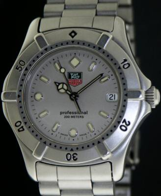 bf00a0a5eacb2 Tag Heuer 2000 Midsize Quartz we1211-r - Pre-Owned Mens Watches